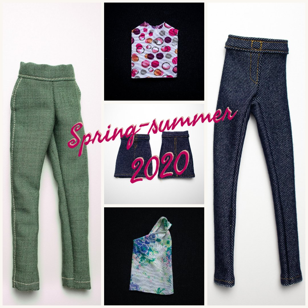 foto di moda in cui si vedono dei vestiti su una superficie bianca con la scritta primavera estate 2020