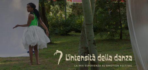 ballerina di colore con sguardo intenso e tutù di carta bianca che danza in un boschetto